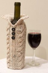 Wine Bottle Sweater pattern by Brittany Coughlin - Cover your wine bottle in style! This pattern features cables and is a very quick knit. Diy Crochet And Knitting, Knitting Ideas, Knitting Projects, Knitting Patterns, Christmas Wine Bottles, Wine Bottle Covers, Quick Knits, Popsicle Stick Crafts, How To Purl Knit