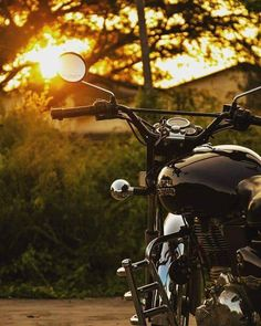 sunrise on a Royal Enfield ride looks like. PC: Know more about our motorcycles: /motorcycles/ Enfield Motorcycle, Enfield Bike, Motorcycle Style, Women Motorcycle, Motorcycle Helmets, Royal Enfield Bullet, Moto Puma, Enfield Electra, Royal Enfield Wallpapers