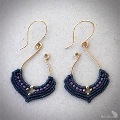 Handwoven macrame earrings, silver 24K gold plated beads, 24K gold plated wire The thin 0.5 mm linhasita thread gives a very fine look to the earrings. Color of thread: anthracite. Color of glass seed beads: amethyst.