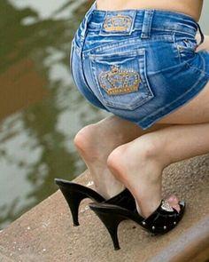 women feet showing soles sandals Sexy Legs And Heels, Sexy High Heels, Womens High Heels, Feet Soles, Women's Feet, Barefoot Girls, Gorgeous Feet, Female Feet, Bare Foot Sandals