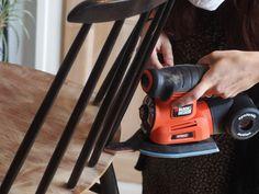 Pour les endroits difficiles d'accès, vous pouvez utiliser un doigt de ponçage à fixer directement sur votre ponceuse. #DIY #Bricolage