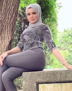 Beautiful Muslim Women, Beautiful Hijab, Muslim Brides, Muslim Girls, Cute Asian Girls, Sexy Hot Girls, Lebanon Girls, Little Girl Leggings, Asian Model Girl