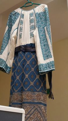 Folk Embroidery, Embroidery Patterns, Cross Stitch Patterns, Folk Costume, Costumes, Kimono Top, Womens Fashion, Fabric, Clothes