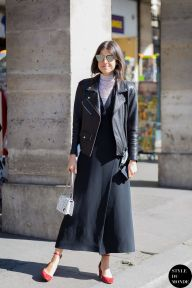 Leandra Medine of Man Repeller before Dior fashion show. STYLE DU MONDE on Instagram @styledumonde, Pinterest, Twitter, Tumblr and Facebook