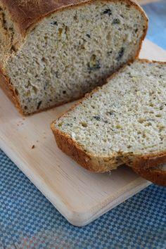 A receita de pão de talos e folhas é perfeita para aproveitar uma parte dos vegetais que iria para o lixo, mas que é comestível.