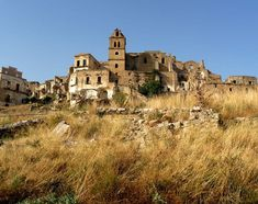 Craco was a medieval village built high up on a steep summit for defensive reasons, but recurring earthquakes eventually made it impossible to sustain. Today, less than 800 people live there in a commune, while the majority remains eerily uninhabited.