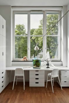 Scandinavian style for a family home - a study area that keeps things neat and tidy Nordli Ikea, Window Desk, Casas Containers, Parents Room, Kid Desk, Ikea Kids Desk, Multipurpose Room, Duplex, Home And Deco