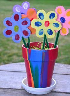 Fun Handprint and Footprint Art : 14 Handprint Flower Crafts for Mother's Day {Round Up Kids Crafts, Easy Mother's Day Crafts, Quick And Easy Crafts, Mothers Day Crafts For Kids, Fathers Day Crafts, Daycare Crafts, Preschool Crafts, Mother's Day Projects, Diy Art Projects