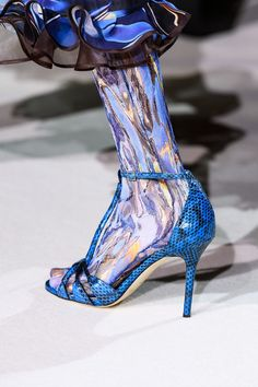 Mary Katrantzou Fall 2019 Ready-to-Wear Fashion Show - Vogue Fashion Tights, Women's Fashion Dresses, Fashion Shoes, Fashion Accessories, Fashion 2017, London Fashion, Mary Katrantzou, Boho Heels, Streetwear Shoes