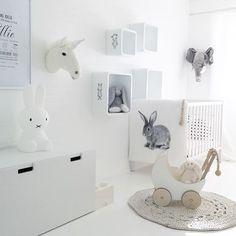 Ellie's room with the lovely carpet from @scandiknots 🙌🏻🙌🏻 Enjoy your Friday evening ✨ #fredagsinspo @hanneromhavaas #babyroom #babyroominspo #babyrom #lilleskatten #mittbarnerom #interiorforinspo #interiorinspiration #interior4all #interior123 #dream_interiors #interiorwarrior #interior_and_living #interior9508 #myhome #nordicinspiration #mynordicroom #onlyinterior #passion4interior #skandinaviskehjem #whiteinterior #inspoformilla #putti123 #waspsliving