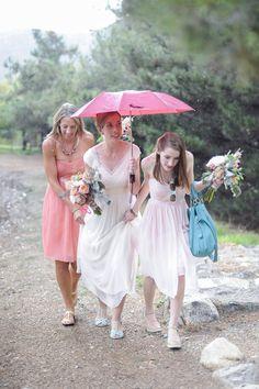 Great photo idea for a rainy spring wedding!