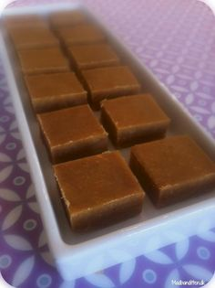 LCHF-fudge med peanutbutter Soft LCHF-fudge with peanut butter - just translate it.Soft LCHF-fudge with peanut butter - just translate it. Banting Recipes, Healthy Low Carb Recipes, Low Carb Desserts, Dessert Recipes, Lchf, Fudge, Homemade Sweets, Paleo Treats, Keto Snacks
