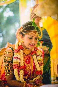 beautiful south indian wedding makeup- gorgeous choli with cut out blouse and temple jewelry Indian Wedding Pictures, Indian Wedding Poses, Indian Wedding Makeup, Indian Bridal, Bridal Makeup, Marathi Wedding, Wedding Sari, Wedding Blog, Wedding Ceremony