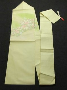 This is a Nagoya obi with design of harmonious flowers, such as 'botan'(peony), which is woven.