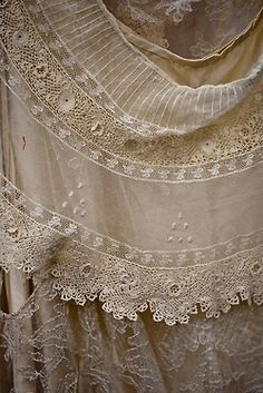 So loving this antique lace with all the detail in it! So gorgeous!