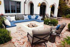 terrasse jardin design salon extérieur canapes blancs