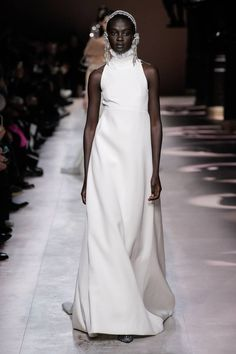 Givenchy Spring Summer 2020 Haute Couture fashion show at Paris Couture Week (January Fashion Week, Fashion 2020, Love Fashion, Runway Fashion, Fashion Brands, Fashion Design, Paris Fashion, Style Couture, Couture Week