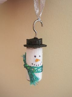 Snowman ornament made from a cork. My mom would love this.