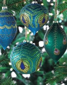 26 Beautiful Teal Christmas Decoration Ideas - Christmas Celebration - All about. Teal Christmas Decorations, Peacock Christmas Tree, Peacock Ornaments, Turquoise Christmas, Noel Christmas, Green Christmas, Christmas Colors, Xmas Tree, Christmas Themes