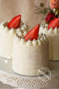 dailydelicious: Japanese Strawberry Shortcake: Soft, light, easy and very delicious!
