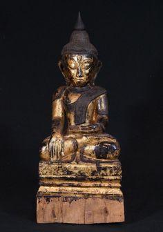 Antique Shan Buddha Material: Wood 52,5 cm high 22 cm wide Gilded with 24 krt. gold Shan (Tai Yai) style Bhumisparsha Mudra 18th century Originating from Burma