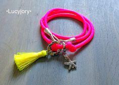 Bunte Sommer Armband Neon Pink mit einer Quaste und von lucyjory