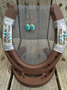 Rustic, Country Home Decor by LuckyShoeCreation Horseshoe Projects, Horseshoe Crafts, Horseshoe Art, Horseshoe Decorations, Jewelry Holder, Earring Holders, Jewelry Storage, Cowboy Crafts, Horseshoe Earrings