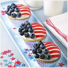 4th of July ideas ~ Red, White & Blue Cupcakes for parties and entertaining