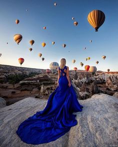 #goodmorning  What a stunning morning view in cappadocia .  Thanks @bigun_tatiana for sharing. Tag someone who you would like to do it with. Click the link to join us: http://ift.tt/2fuUaFz