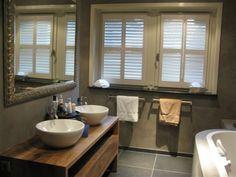 Houtwerk badkamermeubel hout modern  Houtwerk