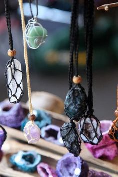 Net Necklaces for healing crystals - like the idea of being able to change the crystal for what suits you at that moment.