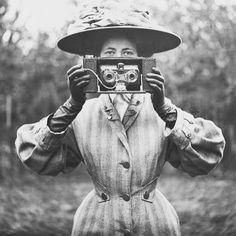 oneliners Camera Woman | #oldcamera #landcamera #filmcamera #vintagecamera #film #camera #cameras #camerawoman #camara #camaras #oldie #oldschool #antique #oldcameras #vintage #vintagestyle #retro #twinlens