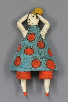 clay ceramic sculpture by sara swink - she has some interesting videos Ceramic Clay, Ceramic Pottery, Slab Pottery, Ceramic Bowls, Pottery Vase, Pottery Sculpture, Sculpture Clay, Sculpture Ideas, Ceramic Figures