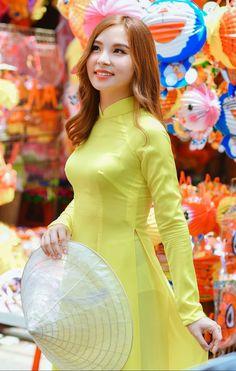 Ao Dai, Sexy Long Dress, Vietnam Girl, Transparent Dress, Beautiful Girl Indian, Beautiful Women, Asian Style, Traditional Dresses, Asian Beauty