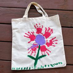 21 Mothers Day Crafts for Kids |  Wallet Friendly Hand Print Tote | Easy Crafts for Preschoolers