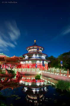 Temple of heaven, China. (It looks incredibly similar to Epcot's China section at Walt Disney World. Places To Travel, Places To See, Places Around The World, Around The Worlds, Beautiful Buildings, Beautiful Places, Amazing Places, Vietnam, Temple Of Heaven