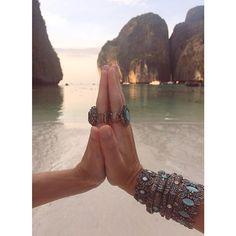 99% gratidão mas aquele 1% não se aguenta de amor pelo pulseirismo. 🎶🙆💕 www.milacoelho.com.br  #pulseiras #pulseirismo #milacoelhopelomundo #Tailândia #travel #fashion #fashionjewelry #trend #moda #bijoux #floripa #milacoelho #acessórios 