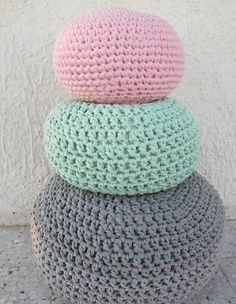 פופים סרוגים. Knit Crochet, Crochet Hats, Poufs, Rey, Style Inspiration, Knitting, House Styles, Accessories, Bedroom