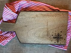 Woodburned cutting board by HammersandSpatulas on Etsy https://www.etsy.com/listing/489900963/woodburned-cutting-board