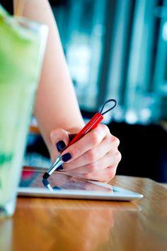 Ümit Altun tasarımı tablet kalemi. Online satış için: http://www.istanbulmodernmagaza.com/tr/hediye/kadin/tablet-kalemi_1133.html