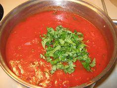 Fake-It Frugal: Homemade Tomato Basil Spaghetti Sauce...for the Freezer!