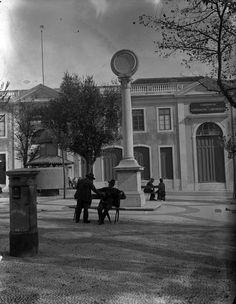 Coluna mandada erguer pela colónia italiana, comemorando o casamento do Rei Dom Luis I com Dona Maria Pia de Sabóia , foto Alberto Carlos Lima, in a.f. C.M.L.