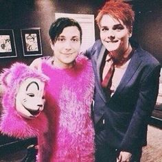 wait, SO DOES THIS MEAN FRANK WENT TO SOME OF GERARD'S CONCERTS AFTER THE BREAK UP?!