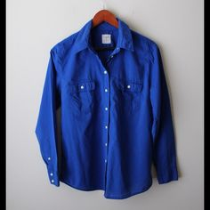 """GAP fitted boyfriend shirt Blue button down - """"the fitted boyfriend fit"""" style - 100% cotton - chest pockets - long sleeves with button cuffs - chest across measures 18"""" - total length measures 27"""" - size S (loose fit body for size S) GAP Tops"""