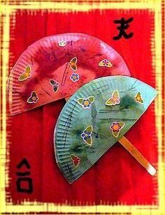 Avec des demi assiettes en carton que Charlie a décoré avec de la peinture et des gommettes.... Fall Arts And Crafts, New Year's Crafts, Diy Crafts For Kids, Chinese New Year Activities, New Years Activities, Tangram, Chinese New Year Crafts, Bible School Crafts, Chinese Paper