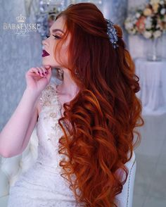The flowing ginger hair. her alabaster skin like milk. Beautiful Red Hair, Gorgeous Redhead, Long Red Hair, Big Hair, Dark Hair, Brown Hair, Pretty Hairstyles, Wedding Hairstyles, Men's Hairstyle