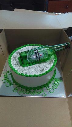 Heineken cake Happy Bday Cake, Birthday Cakes For Men, Bolo Musical, Liquor Cake, Alcohol Cake, Bottle Cake, Money Cake, Diy Cake, Creative Cakes