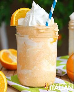 3 ingredients and 5 minutes is all that is standing between you and this fabulous Dreamy Orange Creamsicle Shake. It& bursting with orange flavor and is incredibly creamy. It is an amazing treat that will knock your socks off! Dessert Drinks, Yummy Drinks, Healthy Drinks, Delicious Desserts, Dessert Recipes, Yummy Food, Tasty, Smoothies, Smoothie Drinks