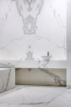 Floor to ceiling marble bathroom design. Best Front Door Colors, Best Front Doors, Interior Architecture, Interior And Exterior, Interior Design, Bathroom Inspiration, Interior Inspiration, Modern Sink, Marble Wall