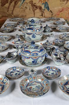 Service Assiette, Antique Auctions, Trendy Home, Diy Signs, Porcelain Ceramics, China Dinnerware, Decorative Objects, Decoration, Blue And White
